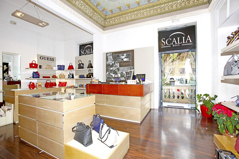 Negozi Guess a Palermo e Agrigento, Sicilia • Scalia Group